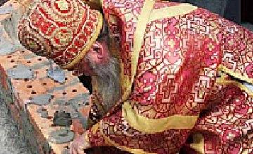 7 июля состоялась закладка мощей в основание храма в Днепропетровске