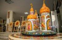 У ДніпроОДА презентували виставку відомої майстрині петриківського розпису та її студентів
