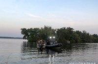 В Днепре организатор крупной группы наркодиллеров убегал от полицейских вплавь (ВИДЕО)