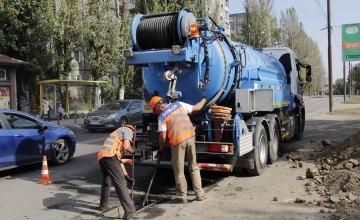 На Мануйлівському проспекті у Дніпрі триває ремонт колектору зливової каналізації