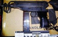 Правоохранители задержали жителей Днепропетровщины с пистолетом-пулеметом и боеприпасами в авто
