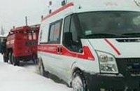 В Ровенской области скорая помощь, которая ехала к роженице, застряла в снежном заносе