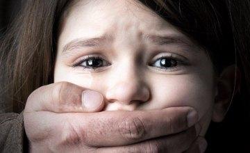 Насиловал и снимал на видео: в Днепре музыкальный руководитель детского коллектива издевался над 12-летней девочкой