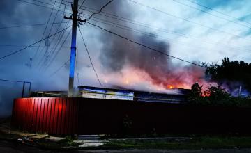 В Днепропетровской области спасатели более трёх часов тушили пожар в частном доме