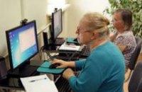 Днепровских пенсионеров обучают пользоваться компьютером и интернетом