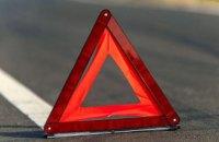 На Днепропетровщине произошло смертельное ДТП: легковушка влетела в деревья и снесла столб, молодой водитель скончался на месте