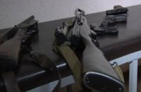 Днепропетровские правоохранители «прикрыли» бордель и изъяли 6 единиц оружия