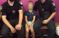В Днепре пьяный отчим потерял в торгово-развлекательном центре 6-летнего сына