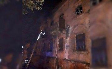 В Каменском спасатели ликвидировали пожар в заброшенном здании: огнем уничтожено 100 кв. метров