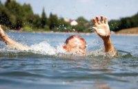 Не уследили: в Днепре на водоеме утонул 7-летний мальчик