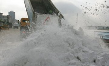 На дороги Днепропетровска вышли 80 единиц спецтехники