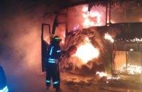 На Днепропетровщине прямо на остановке сгорел пассажирский автобус (ФОТО)