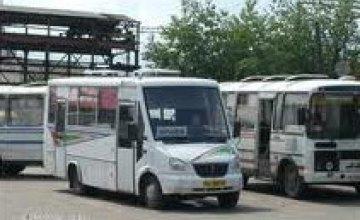 В Днепропетровске на поминальные дни маршрутные такси будут подвозить жителей к городским кладбищам (СПИСОК МАРШРУТОВ)