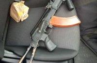 В Днепре мужчина ездил с заряженным ружьем на переднем сидении в авто без номеров (ФОТО)