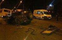 В Черновцах пьяный водитель на внедорожнике врезался в маршрутку  (ВИДЕО)