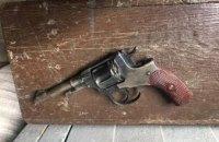 В селе на Днепропетровщине мужчина пытался застрелить своего соседа из револьвера