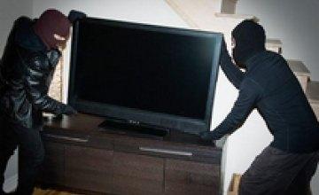 В Днепропетровской области трое подростков украли у пенсионерки тюнер и телевизор