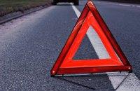 В Киеве на Набережном шоссе произошла масштабная авария с пассажирским автобусом: образовалась пробка (ВИДЕО)
