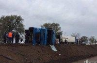 На трассе Кривой Рог-Днепр заблокировано движение из-за перевернутой фуры (ФОТО)