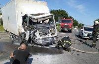 На Днепропетровщине грузовик влетел в столб: пассажира из авто вырезали спасатели (ФОТО)