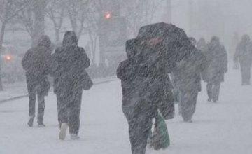 В Днепре объявили штормовое предупреждение: ветер и гололедица