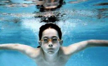 В Днепропетровских школах будут обязательные уроки плавания
