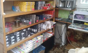 В киоске Каменского обнаружено почти 5 тыс. пачек контрафактных сигарет