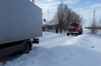 В Днепропетровской области грузовик застрял в сугробе (ФОТО)