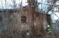В Днепре сгорел мусор и деревянное перекрытие двухэтажки
