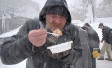 В днепропетровских парках МЧСники будут кормить людей салом и бутербродами