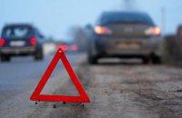 На Днепропетровщине легковушка влетела в грузовик: тело погибшей вырезали спасатели