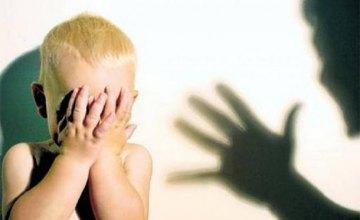 ЧМТ, сотрясение и гематома на лбу: в Марганце отец избил своего двухлетнего ребенка