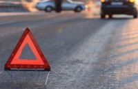 В Днепре пьяный водитель «Mitsubishi Outlander» врезался в столб: погиб пассажир авто