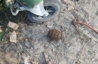 Во время работы на огороде жительница Днепра наткнулась на гранату