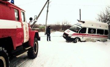 В Павлограде в сугробе застряла машина «Скорой помощи» с роженицей