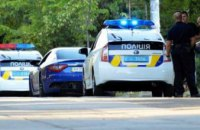 Житель Днепра «на память» украл номерной знак с машины полицейских