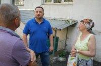 «Здесь прошло мое детство и юность»: Дмитрий Щербатов посетил свой родной двор на ул. Стромцова, 14