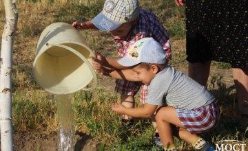 В Днепре команда «ОП-За жизнь» помогла жителям города с поливом Березового сада на ж/м Левобережный-3 (ФОТОРЕПОРТАЖ)