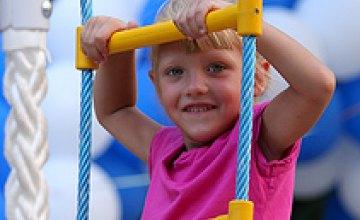 В августе-сентябре в Днепропетровске откроют около 55 детских площадок