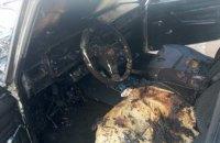 В АНД районе Днепра загорелась легковушка: на помощь пришли спасатели (ФОТО)