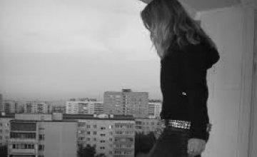 В Киевской области 14-летняя девочка выбросилась с балкона
