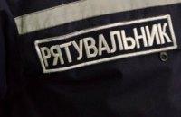 В Новомосковске спасатели вытащили женщину с 6-метрового колодца
