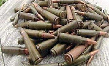 В Новомосковске выявлен склад патронов к автомату Калашникова