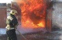 Спасатели ликвидировали возгорание в гараже в Синельниковском районе