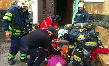 В Кривом Роге при пожаре в квартире спасли пожилую женщину