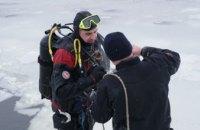 В Днепре искали тело утопленника: мужчина провалился под лед в 5 м от причала (ФОТО, ВИДЕО)