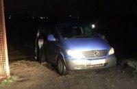 В Днепре автомобиль случайно скатился в реку и утонул (ФОТО) (ВИДЕО)