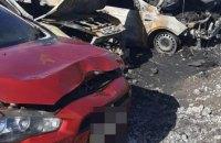 Под Днепром на автозаправке сгорело четыре автомобиля