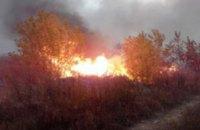 В Днепропетровской области спасатели вторые сутки тушат горящую свалку