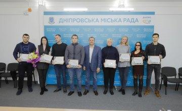 Борис Филатов вручил призерам международных соревнований среди взрослых по олимпийским видам спорта денежные сертификаты